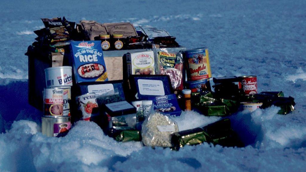 """Le contenu d'une """"manfood box"""" sur le terrain avec le British Antarctic Survey en 1987."""