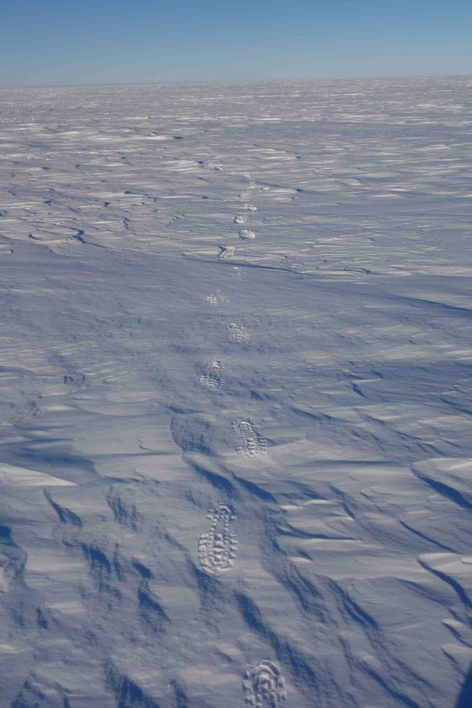 Depending on the characteristics of the snow surface, your footprints can be of a few centimeters or nearly nothing on the hardest part