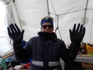 L'ESTISOL dilate les vêtements… ici les gants de protection !