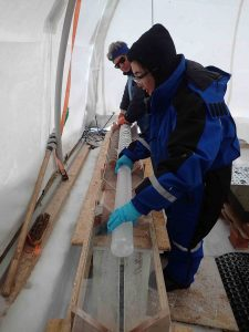 Extraction of the ice core